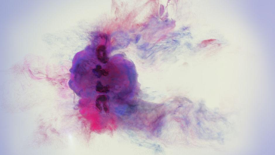 Mannequins présentant les robes métalisées de Paco Rabanne - DIM DAM DOM